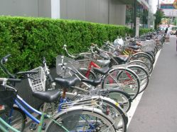 bikes w/o locks in a city of 12m ppl! Incroyable!