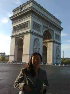 EMPTY Sunday morn at l'Arc de Triomphe de l'Etoile